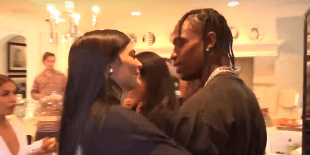 Kylie Jenner & Travis Scott's Body Language In Her Pregnancy Video Says A Lot About Their Relationship, According To Experts